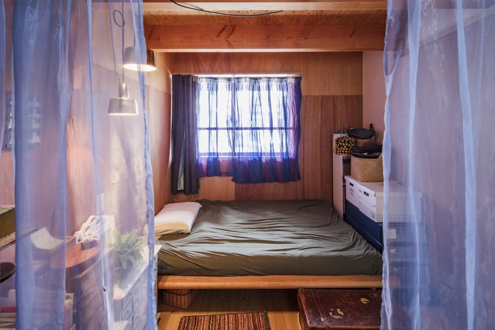 オリーブの木と土間玄関の家 (寝室)