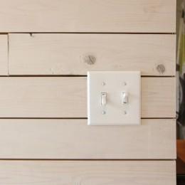 難アリ間取りを利点に逆転(鷺沼M邸 マンションリノベーション) (木板貼りの壁面)