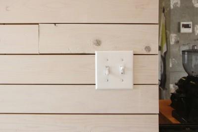 木板貼りの壁面 (難アリ間取りを利点に逆転(鷺沼M邸 マンションリノベーション))
