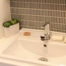 猫と暮らす、二世帯住宅(成城学園前 戸建てリノベーション)の写真 洗面室(1階)