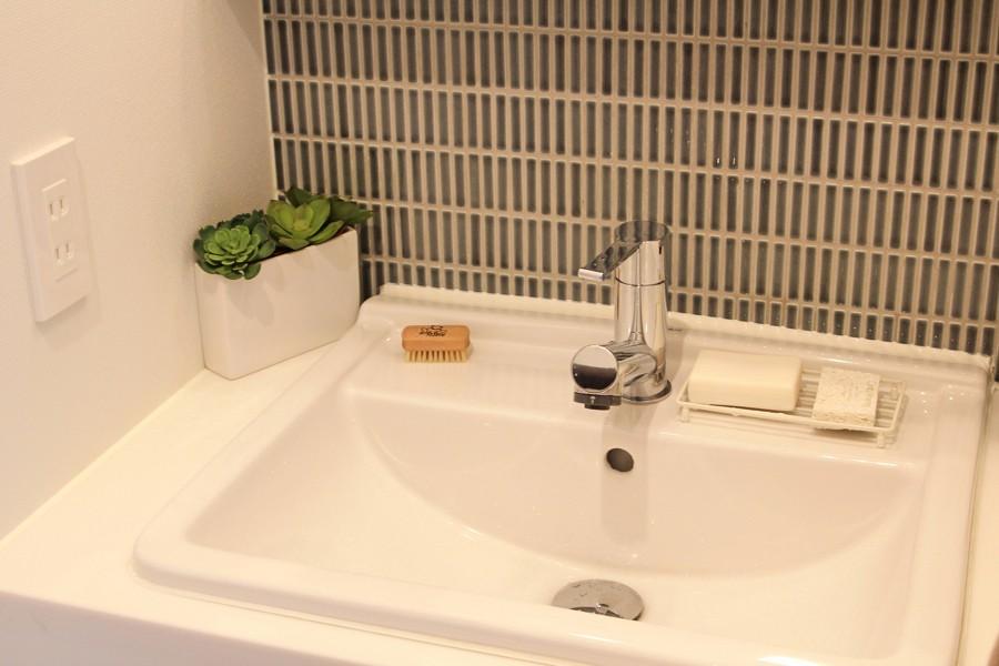 猫と暮らす、二世帯住宅(成城学園前 戸建てリノベーション) (洗面室(1階))