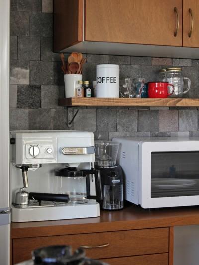 キッチン(2階) (猫と暮らす、二世帯住宅(成城学園前 戸建てリノベーション))