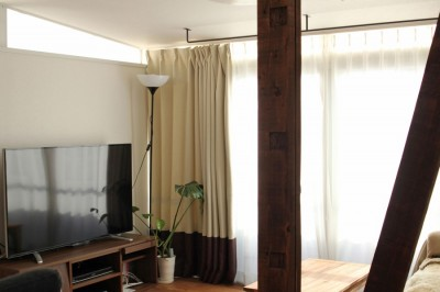 リビング(2階) (猫と暮らす、二世帯住宅(成城学園前 戸建てリノベーション))