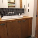 猫と暮らす、二世帯住宅(成城学園前 戸建てリノベーション)の写真 洗面室(2階)