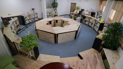 16名で囲む大テーブル (OFFICE WOLISU~16名で囲む大テーブル~)