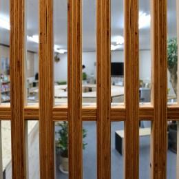 格子戸 (OFFICE WOLISU~16名で囲む大テーブル~)