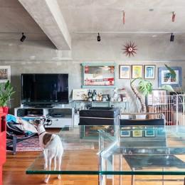 U邸-住み慣れた家、大好きな家具、夫婦で楽しむセカンドライフ (リビング)