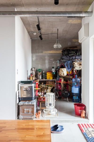 納戸 (U邸-住み慣れた家、大好きな家具、夫婦で楽しむセカンドライフ)
