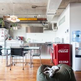 U邸-住み慣れた家、大好きな家具、夫婦で楽しむセカンドライフ (ダイニングキッチン)