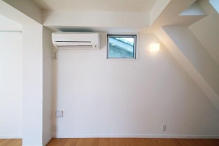 窓の高さと形を考えた、安心の子供部屋 (子供に安心な窓の高さと、形の考えた家)
