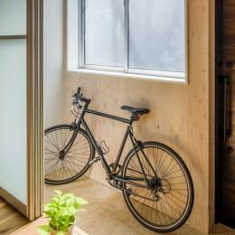 2つの使い方のある、土間空間がある家 (自転車置場にも、洗濯干し場にもなる、土間空間)