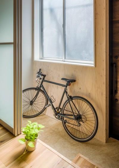 自転車置場にも、洗濯干し場にもなる、土間空間 (2つの使い方のある、土間空間がある家)