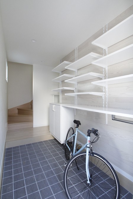 2つの使い方のある、土間空間がある家 (収納を兼ねた、土間空間)