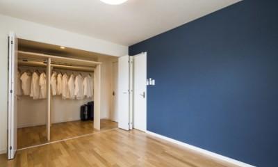 寝室・廊下両方から使う、ファミリークローゼット|両面使い・家族全員で使う、ファミリークローゼットのある家