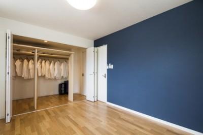 寝室・廊下両方から使う、ファミリークローゼット (両面使い・家族全員で使う、ファミリークローゼットのある家)