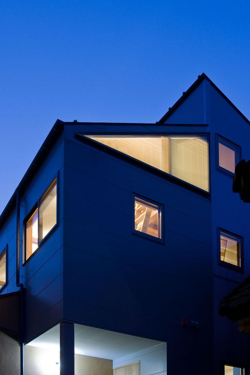 音楽室のある家/土手の見えるハッピーファミリーハウス (外観近景)