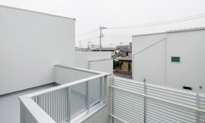 屋上は天空の中庭のある家―桜を眺め・子供のプール・洗濯干し・空を我が家の庭に (ルーフバルコニー)