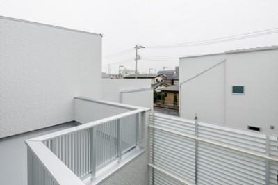 ルーフバルコニー (屋上は天空の中庭のある家―桜を眺め・子供のプール・洗濯干し・空を我が家の庭に)
