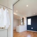 黄砂と花粉を防いで、太陽の光で洗濯干し、インナーバルコニーのある家