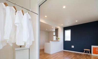 物干しサンルーム|黄砂と花粉を防いで、太陽の光で洗濯干し、インナーバルコニーのある家