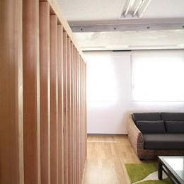 仕事が楽しくなる、木と黒板のオフィス
