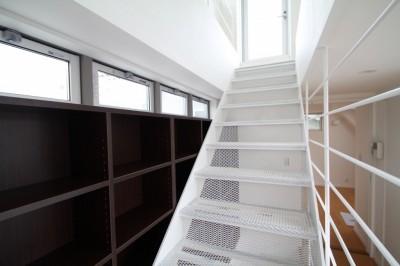 階段は風の抜けどころ (風が吹いていない時でも、なぜか風通しがよい間取りの家)