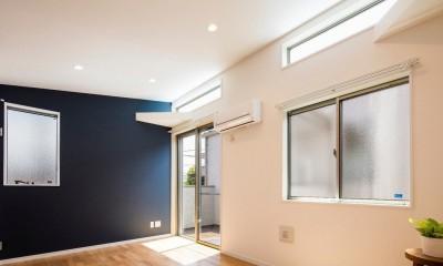 明るいリビング|光と風をとりこみ、家の潤いを引き出す