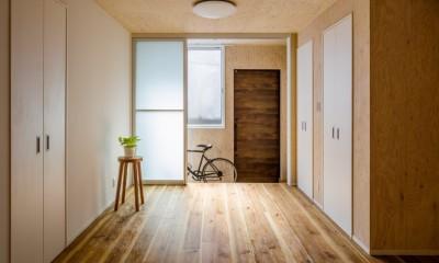 玄関土間+物干し|土間空間は見える収納で、使い勝手のよい家