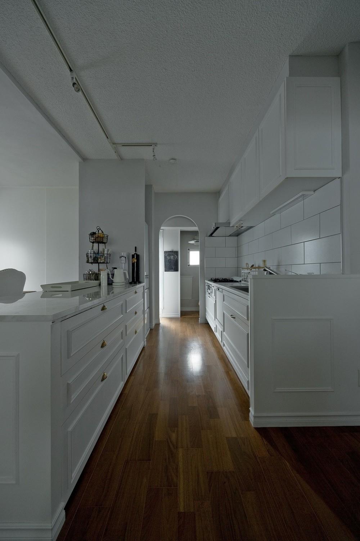輸入住宅のようなモールディングリノベーション (既存のキッチンをクラシックなデザインに。)