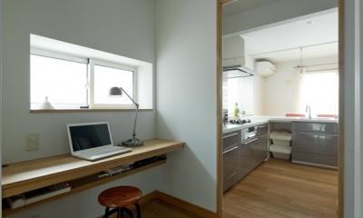 大胆な間取り変更で動線を暮らしやすく整理 (以前にキッチンがあった場所はユーティリティルームへ。)