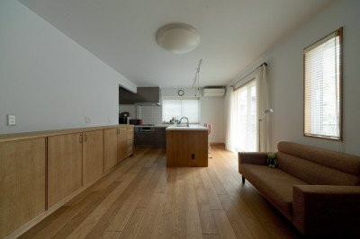 家事のしやすい大きなキッチン (大胆な間取り変更で動線を暮らしやすく整理)