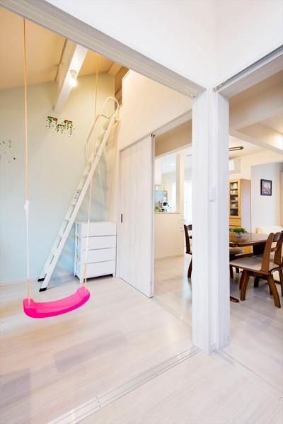 程よい距離感で過ごせる、二世帯住宅に『まるごと再生』 (【洋室】)