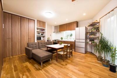 【1階LDK】 (程よい距離感で過ごせる、二世帯住宅に『まるごと再生』)