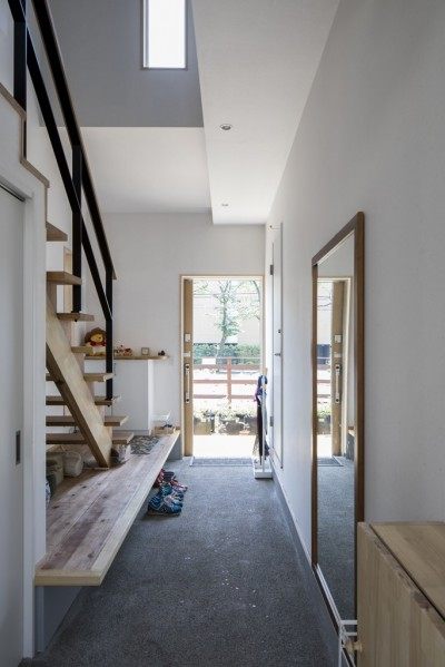 玄関 (緑が繋ぐ二世帯の家)