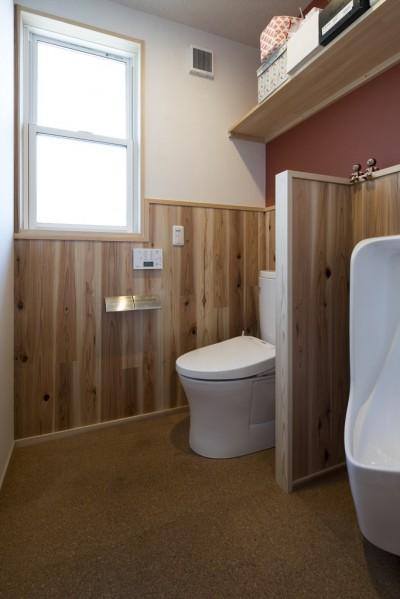 緑が繋ぐ二世帯の家 (トイレ)