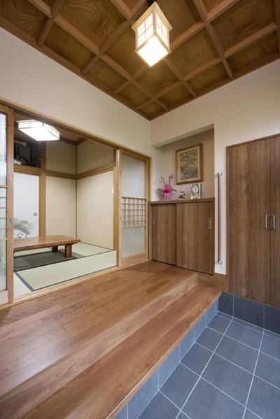 【玄関】 (既存の良さを上手に活かし、趣のある和の家に『まるごとリフォーム』)