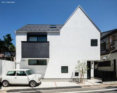 ミニの似合う白い家 オウチ36 (デザイン住宅外観いろいろ)