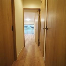 リビングに繋がる部屋に 3LDK (廊下)