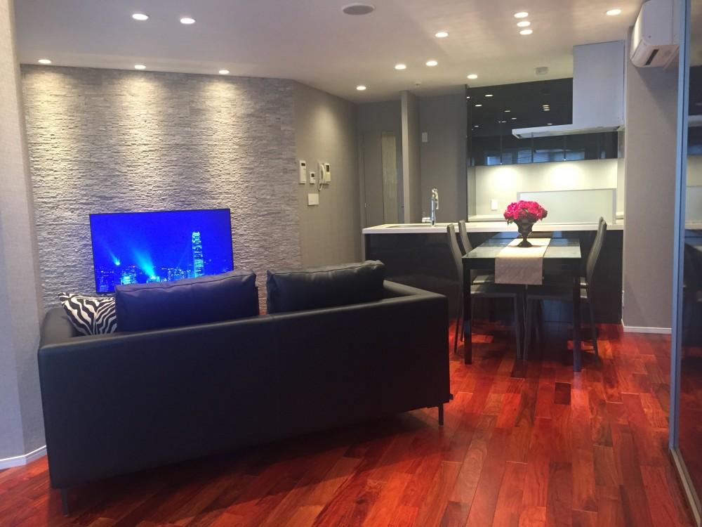 青山のマンション~都心のマンションを一新!夫婦2人の夢の暮らしを実現するプレミアム・デザイナーズ リノベーション~ (リビングダイニング)