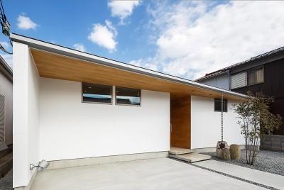 haus-flow/地域のオアシスとしての平屋中庭付き住宅 (haus-flow 外観)