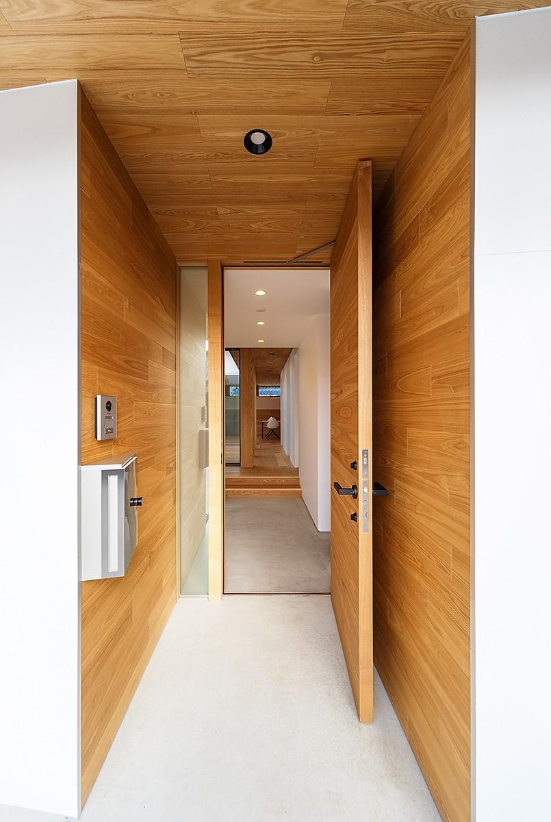 haus-flow/地域のオアシスとしての平屋中庭付き住宅 (haus-flow 玄関)
