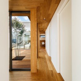 haus-flow 廊下 (haus-flow/地域のオアシスとしての平屋中庭付き住宅)