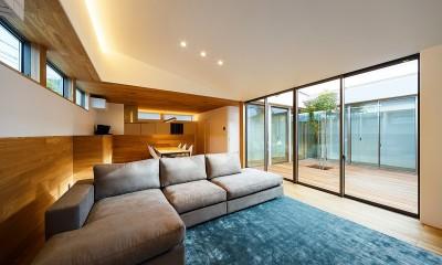 haus-flow リビング&中庭|haus-flow/地域のオアシスとしての平屋中庭付き住宅