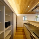 haus-flow/地域のオアシスとしての平屋中庭付き住宅の写真 haus-flow キッチン