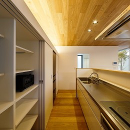 haus-flow/地域のオアシスとしての平屋中庭付き住宅 (haus-flow キッチン)