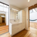 haus-flow/地域のオアシスとしての平屋中庭付き住宅の写真 haus-flow 洗面室
