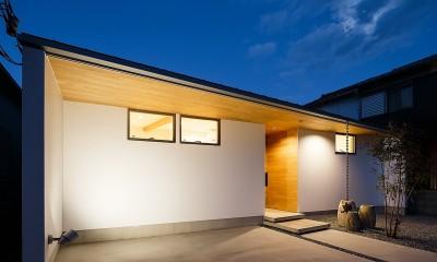 haus-flow 外観 夕景|haus-flow/地域のオアシスとしての平屋中庭付き住宅
