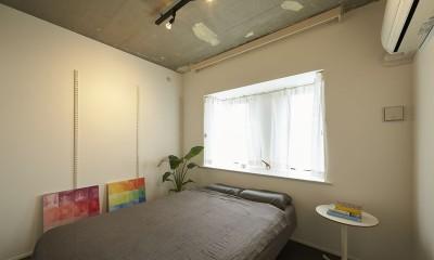 主寝室|躯体を活かしたソリッドな空間。建築家夫妻が描く理想の住まい。