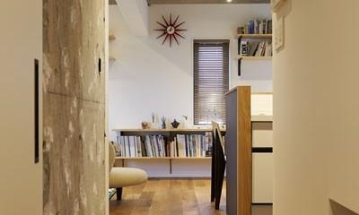 廊下|躯体を活かしたソリッドな空間。建築家夫妻が描く理想の住まい。