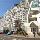 港町を感じる横浜のヴィンテージマンションリノベの写真 城壁に建つマンション